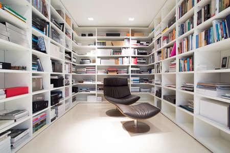 uvnitř: Interiér soukromé knihovny doma