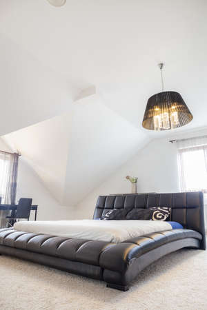 king size bed: Comfortable king size bed in modern bedroom