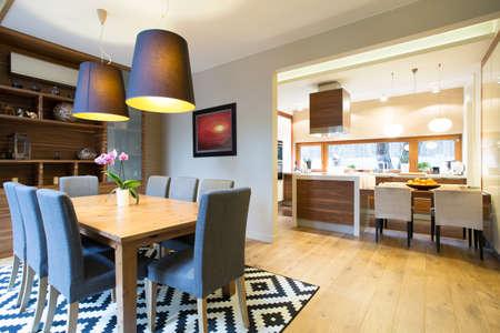 Kuchyně a jídelna v moderním designu interiéru