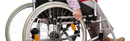 person sitzend: Behinderte Person sitzt auf Rollstuhl zu Hause