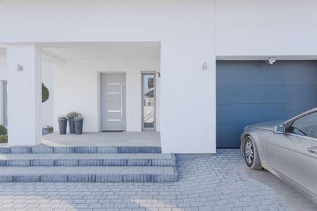 水平方向のビューへの入り口の戸建住宅をにおける