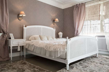 快適なベッドルームの住居内のビュー