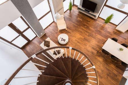 escalera: Sala de estar vacía interior - visión desde arriba
