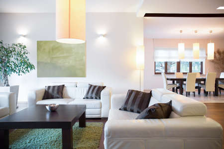 Intérieur de luxe moderne de nouvelle grande maison Banque d'images
