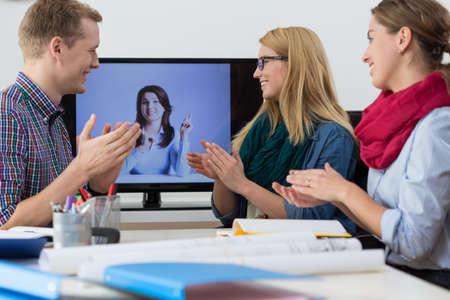 curso de capacitacion: Vista de la formación virtual en la oficina Foto de archivo