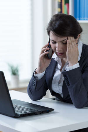 sedentario: Trabajador con exceso de trabajo de la empresa estar en el teléfono
