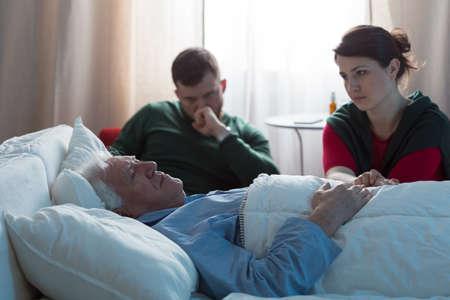 絶望の子供、父親との最後の別れの時に 写真素材