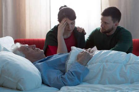 終末期がん患者と意気消沈した子供