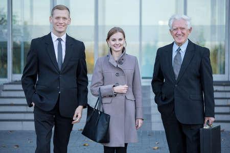 Business team na het werk in de vennootschapsbelasting, horizontale
