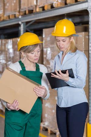 supervision: Vista vertical de la supervisión en la planta de fabricación