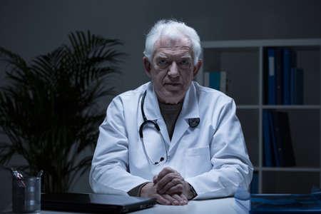 practitioner: Portrait of senior practitioner in doctors office