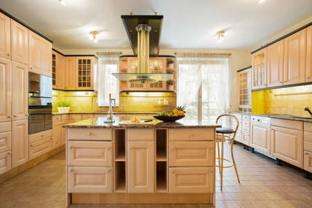 kitchen island: Old fashioned spacious kitchen with island