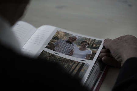 Close-up of older man browsing his photo album Stockfoto