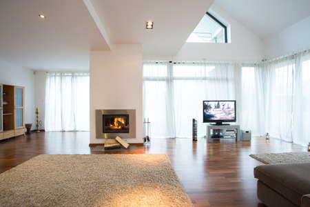 Lighted fireplace in new modern lounge Banque d'images