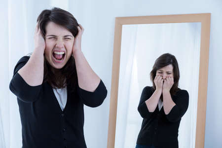 simulate: Screaming woman and her reflection in the mirror