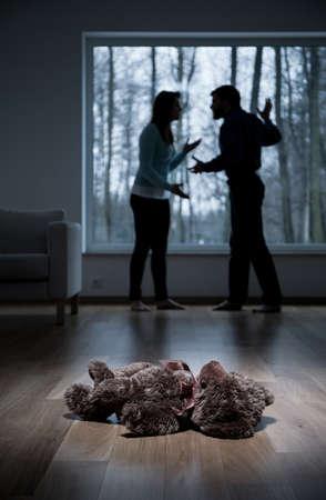 Vista vertical de la violencia en el hogar del niño Foto de archivo
