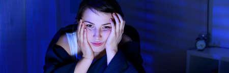 Portrait de jeune femme souffrant d'insomnie
