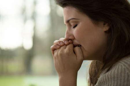 nerveux: Les jeunes femmes avec une d�pression nerveuse