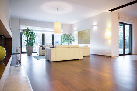 Stylish bright living room with wooden parquet 스톡 콘텐츠