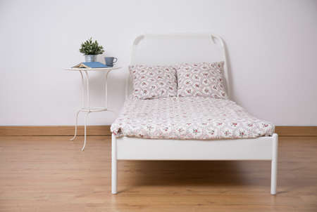 flower beds: White freestanding bed in cozy teen room