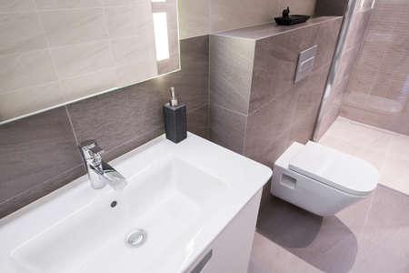 현대 베이지 색 욕실 인테리어 - 위의보기