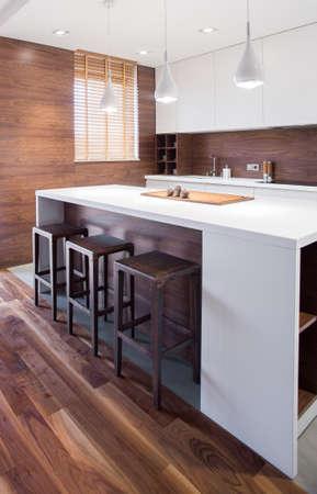 Intérieur de cuisine bois élégante demeure traditionnelle Banque d'images - 39459793