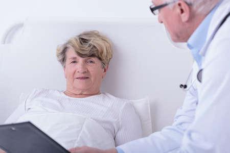 consulta m�dica: Cuadro de consulta m�dica en la habitaci�n del hospital