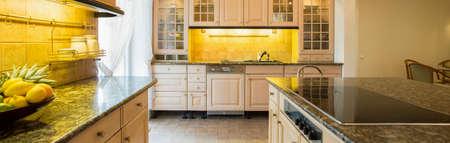 Panorama van granieten aanrecht in luxe keuken Stockfoto - 39650553
