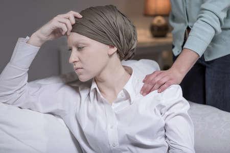 우아한 여자가 유방암의 초상화 스톡 콘텐츠