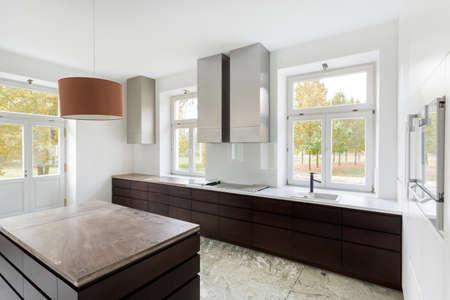 cucina moderna: Veduta di cucina moderna nella nuova casa