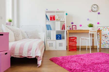 chambre à coucher: Vue horizontale de la conception de la place pour d'écolière