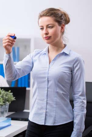 felt tip: Young beauty businesswoman holding felt tip pen