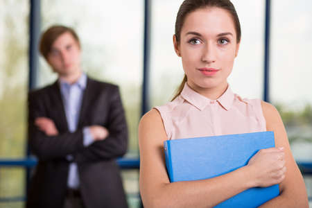 female boss: Attraktive junge Chefin von gro�en Unternehmen