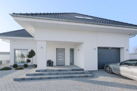 White royal residence with garage and new silver car Imagens - 40108243