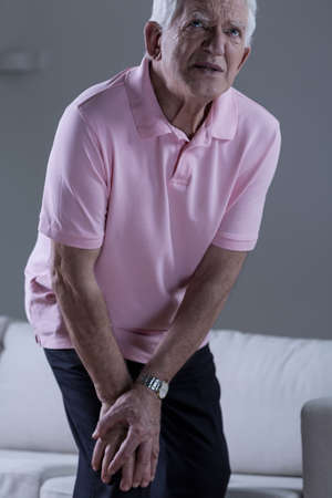 senile: Pensioner with pain in the knee joint