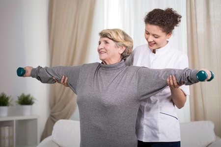 아령 활동 오래된 여성 운동 팔