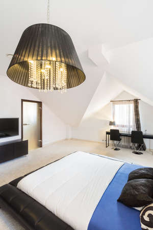 kingsize: The bright and spacious bedroom in a modern property