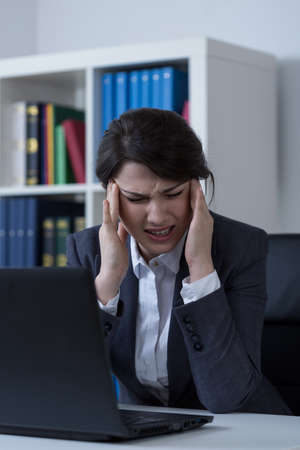 overloading: Women with migraine at work