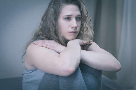 depresion: Belleza adolescente que sufre de depresión profunda
