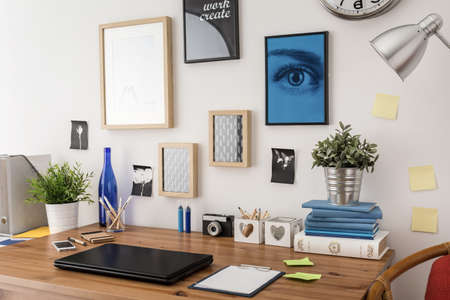 Stylish tidy wooden desk with data in office Stockfoto