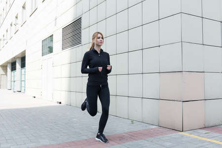 runing: Healthy young woman is runing in the city