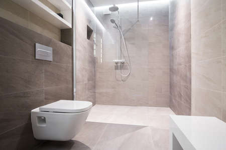 現代洗面所で白いトイレのクローズ アップ 写真素材