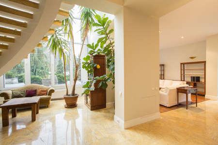 Villa Wohnzimmer : Wohnzimmer couch fenster lizenzfreie vektorgrafiken kaufen rf