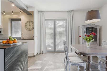 case moderne: Vintage sala da pranzo in stile in cucina nuova accogliente