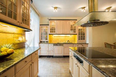 Close-up van de granieten aanrecht in luxe keuken Stockfoto - 41379091