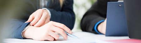 reunion de trabajo: Vista panorámica de la gente de negocios en el trabajo