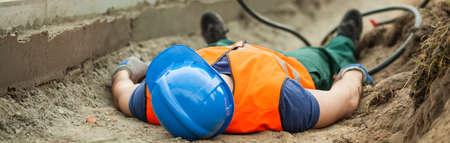accidente trabajo: Emplazamiento de la obra es una zona muy peligrosa