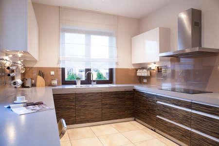 美容でモダンな黒い家具デザイン キッチン 写真素材 - 41852074