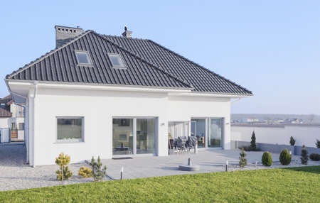 contemporary house: White modern bungalow designed in scandinavian style Stock Photo