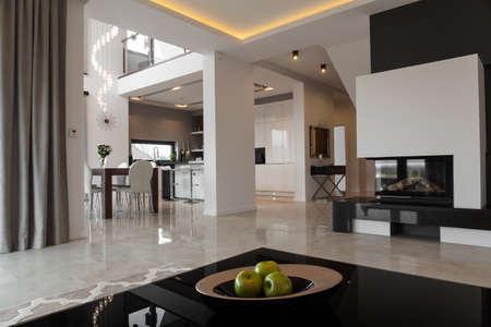 현대적인 스타일의 독점적 인 아파트 내부 스톡 콘텐츠